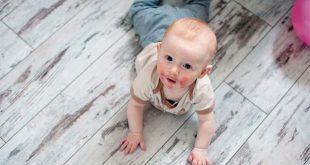 Viêm da kích ứng ở trẻ dưới 5 tuổi có thể gây khô, đỏ, ngứa và sưng trên da