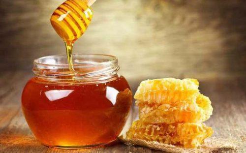 Mẹ có thể áp dụng bí quyết điều trị muỗi đốt mưng mủ bằng mật ong tại nhà